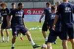 Martin Doležal (s míčem). Trénink fotbalové reprezentace před kvalifikací s Černou Horou v Olomouci