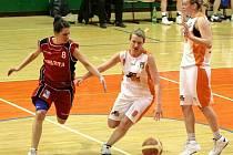 Basketbalistky Olomouce (v bílém)