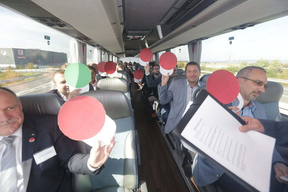Kvíz s lídry politických stran během cesty z Olomouce do Přerova
