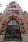 Červený kostel v Olomouci. Původně chrám něměcké evangelické církve, nyní sklad knih