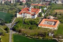 Bývalé prelátské zahrady u Klášterního Hradiska - na snímku vpravo v popředí