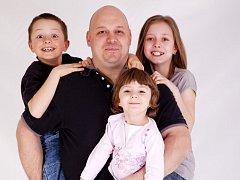 Dušan Tomeček se svými dětmi