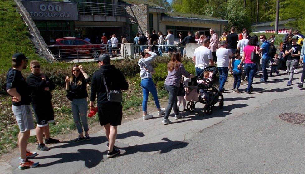 Fronta do olomoucké zoo na Sv. Kopečku, neděle odpoledne 9. května 2021