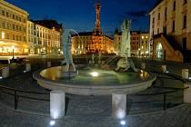 Horní náměstí v Olomouci s Arionovou kašnou (v popředí) a Sloupem Nejsvětější Trojice. Ilustrační foto