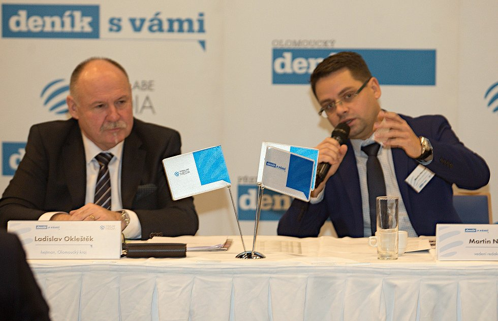 Olomoucký hejtman Ladislav Okleštěk (vlevo) a regionální šéfredaktor Deníku Martin Nevyjel