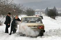 Sníh  a závěje na cestě do Tovéře