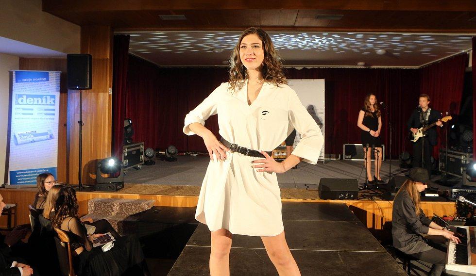 Jitka Hoczová. Semifinále 6.ročníku soutěže Miss OK ve Velké Bystřici.