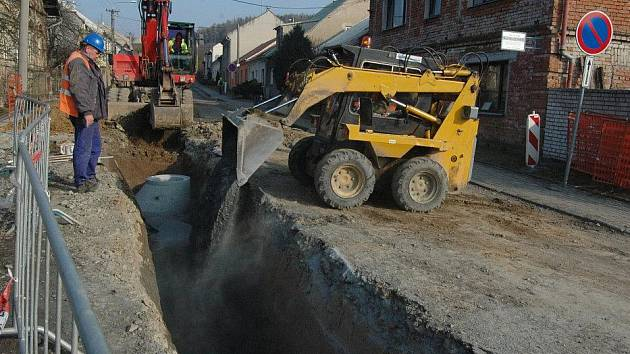 V Dolanech opravují průtah obcí směrem na Jívovou