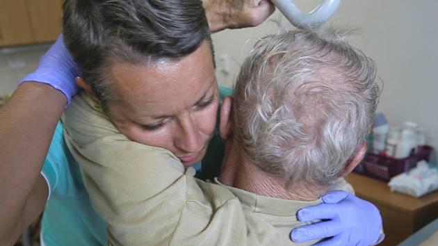 Mobilní hospic Nejste sami získá vybavení