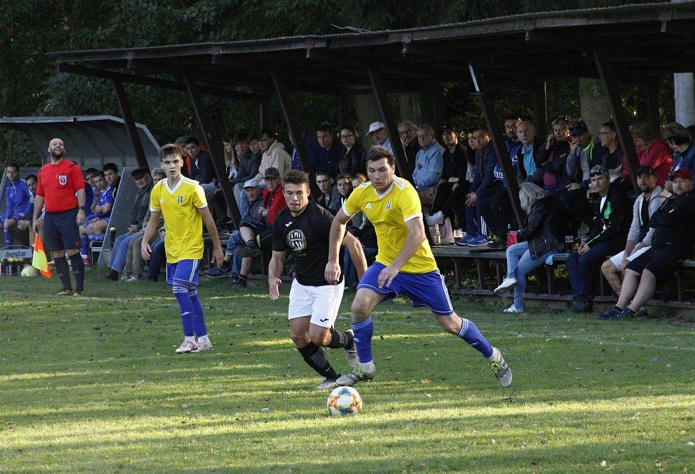 Fotbalisté Zábřehu (v černém) zvítězili v Bohuňovicích 4:3.