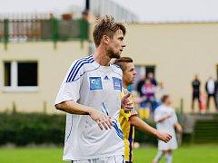 Fotbalisté Kozlovic (v pruhovaném) proti Šternberku (1:0). Jan Tögel