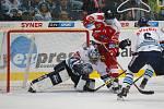 Utkání 8. kola hokejové extraligy mezi HC Bílí Tygři Liberec a HC Olomouc. Na snímku brankář Marek Schwarz a Vilém Burian