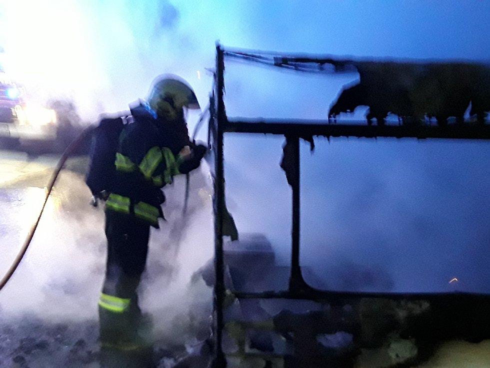 Noční zásah u požáru karavanu v Pasece na Olomoucku. 26.12. 2020