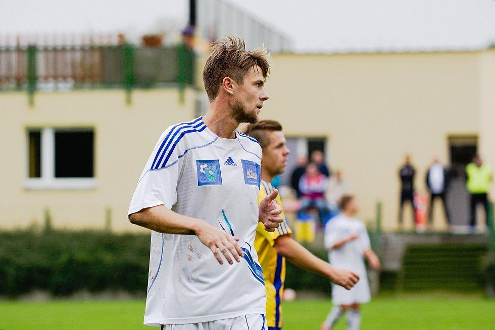 Fotbalisté Šternberku (v bílém). Ilustrační foto