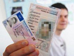 Výměna řidičských průkazů. Ilustrační foto