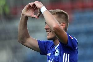 Nasávající ženich Jakub Plšek slaví gól do sítě Boleslavi