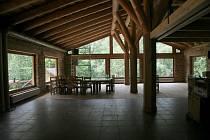 Interiér restaurace v zoo na Svatém Kopečku