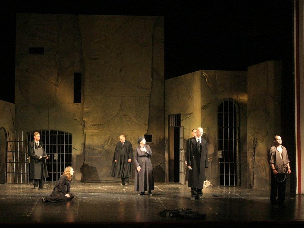 Představení Čarodějky ze Salemu.