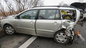 Nehoda tří aut na D35 u Nákla
