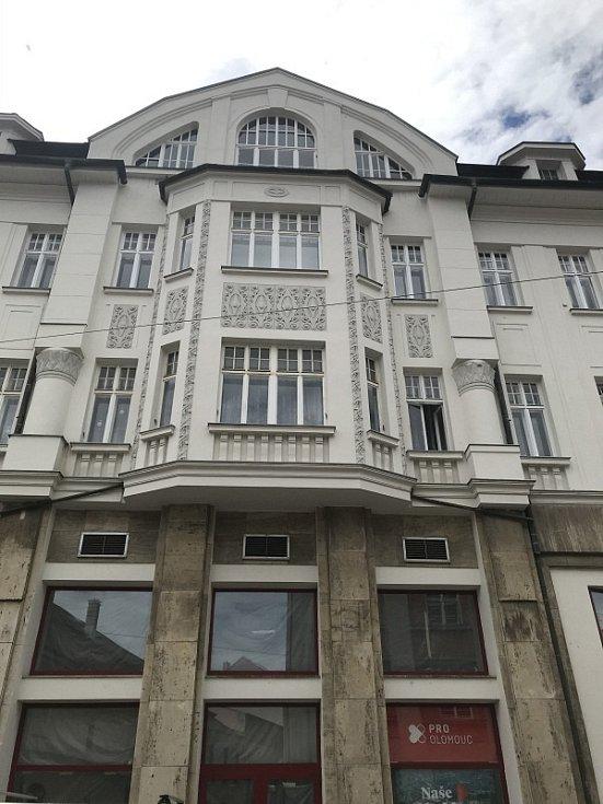 V budově bývalého kina Míra na náměstí Hrdinů v Olomouci připravuje svou provozovnu McDonald's