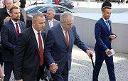 Miloš Zeman před krajským úřadem v Olomouci zahájil svou šestou prezidentskou návštěvu Olomouckého kraje
