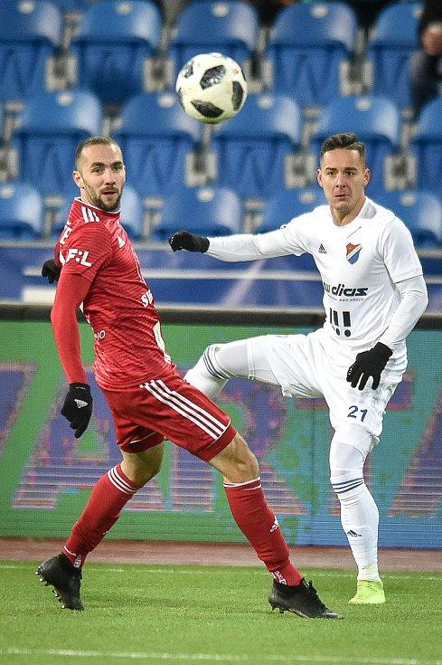Utkání 19. kola první fotbalové ligy: Baník Ostrava - Sigma Olomouc, 14. prosince 2018 v Ostravě. Na snímku (zleva) Tomáš Zahradníček a Daniel Holzer.