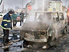 Vyhořelý Ford Transit v Pavlovičkách