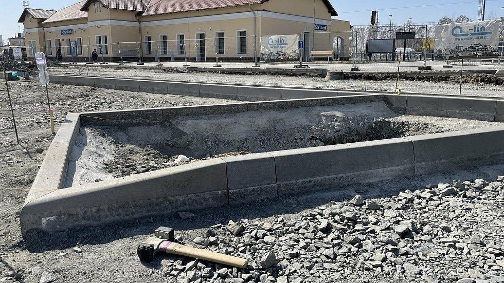Rekonstrukce přednádražního prostoru ve Šternberku, 1. dubna 2021