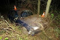 Až náraz o strom zastavil třiadvacetiletého mladíka, který boural v pátek 22. dubna brzy ráno mezi Žulovou a Kobylou nad Vidnavkou