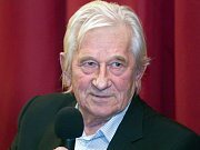 Karel Brückner. Beseda slavných fotbalových trenérů z Hané v kině ve Velkém Týnci