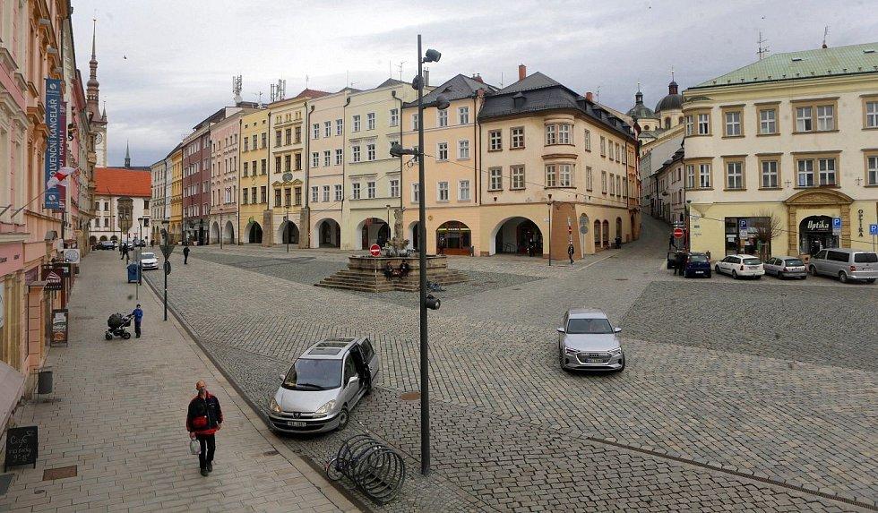 Centrum Olomouce, sobota dopoledne 13. března 2012. Dolní náměstí