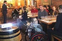 Benefiční degustace pro Trend vozíčkářů v olomouckém podniku Black Stuff Irish Pub