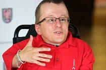 Michal Koutný, vozíčkář z Olomouce, vystoupal s pomocí šerpů na vrchol Rysů