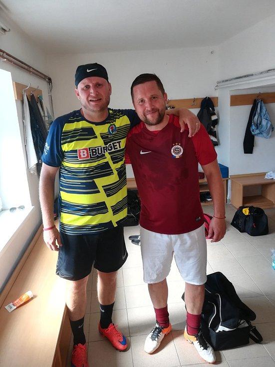 V Hodolanech proběhla v sobotu fotbalová exhibice mezi lokálním týmem FC Braník a starou gardou pražské Sparty. Luděk Stracený (vpravo)