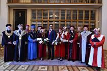 Ministr školství, mládeže a tělovýchovy Robert Plaga v úterý 30. ledna předal jmenovací dekrety dvanácti novým rektorům a rektorkám veřejných vysokých škol. Mezi nimi i Jaroslavu Millerovi, rektorovi Univerzity Palackého v Olomouci.