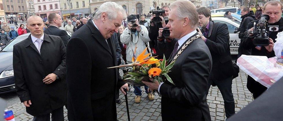Prezident Zeman v Přerově. Přivítání primátorem Jiřím Lajtochem