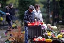 Dušičky na ústředním hřbitově Neředín.