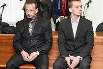Ladislav Lněnička (vlevo) a jeho syn Štěpán obžalovaní z rozsáhlého prodeje anabolik