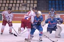 Bordowski cloní před brankou soupeře.