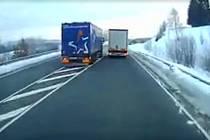 Riskatně předjíždějící český řidič kamionu v Bavorsku