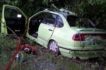 Náraz auta do stromu u Štěpánova