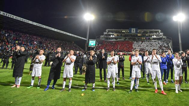 12 tisíc fanoušků dosrazilo do ochozů Androva stadionu v Olomouci na pohárové finále mezi Baníkem a Slavií