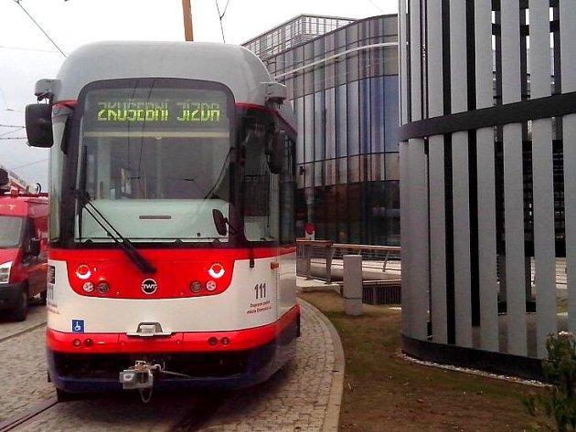 Zkušební jízda tramvají kolem obchodního centra Šantovka