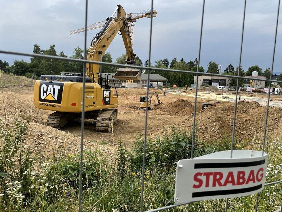 Ve Šternberku staví krytý plavecký bazén, 14. července 2021