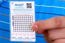 Tester z laboratoří vědců z olomoucké univerzity, který rychle a levně prověří kvalitu vody