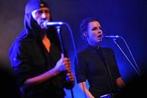 Laibach - frontman Milan Fras a zpěvačka Mina Spiler