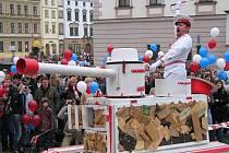 Divadlo Kvelb a jeho Invaze na Horní náměstí.  Oslavy 20. výročí Sametové revoluce v Olomouci