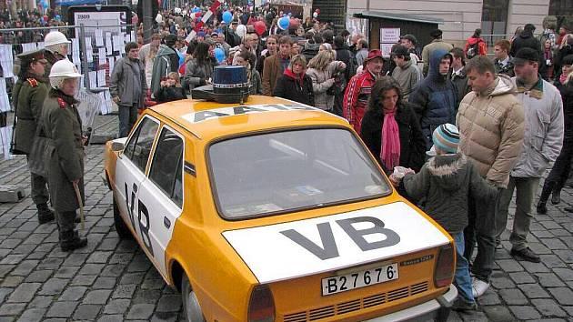 Happening k 20. výročí sametové revoluce na Horním náměstí