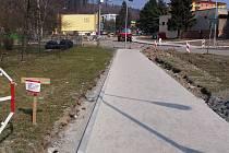 Příjemné posezení, fontánka a víc zeleně slibuje projekt oživující prostor před Kulturním domem v Mariánském údolí, místní části Hluboček