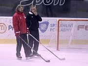 Asistenti trenéra HC Olomouc Jan Tomajko (vlevo) a Zdeněk Moták